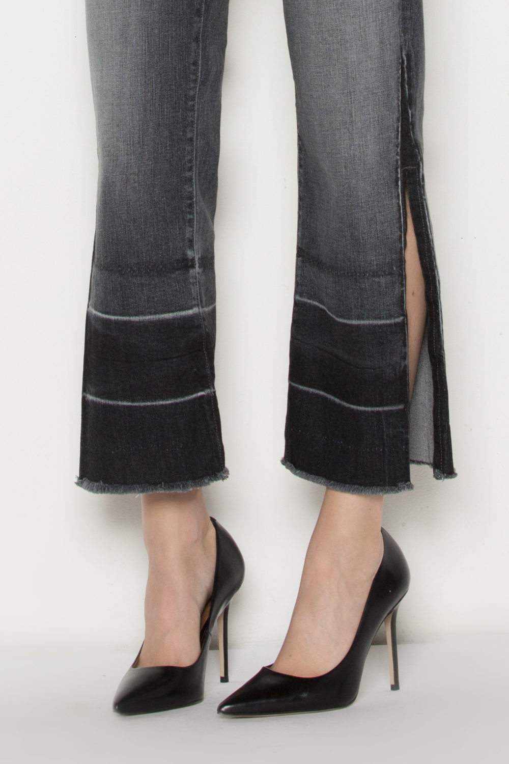 OFF BEAT FLARE IN BLACK CURRENT