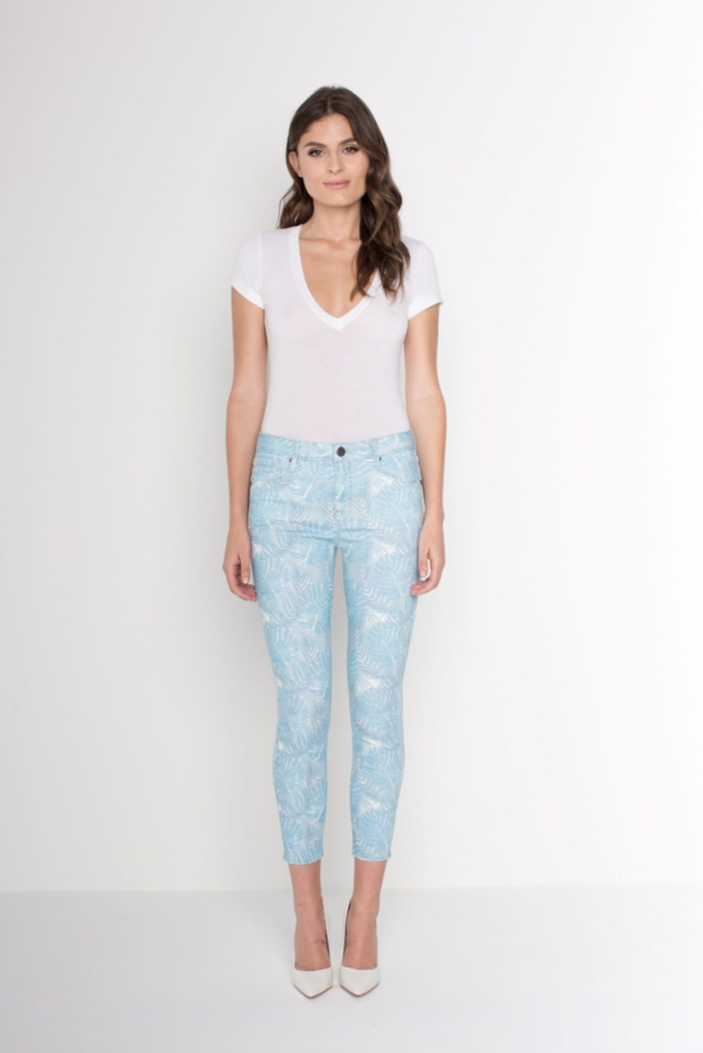 AVA CROP SKINNY IN BLUE PALM